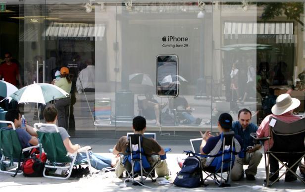 Warten auf das neue iPhone vor dem Apple Store: Ein gewohntes Bild seit 2007