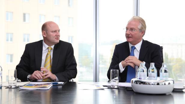 Cisco Österreich General Manager Achim Kaspar (li.) und Kapsch CarrierCom CEO Kari Kapsch (re.) erläutern die Ergebnisse der Studie.