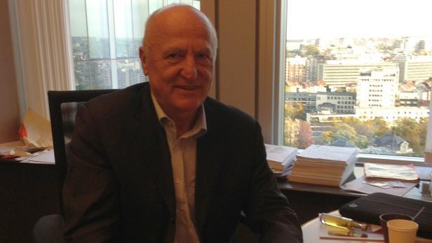 Josef Weidenholzer in seinem Büro im EU-Parlament in Brüssel