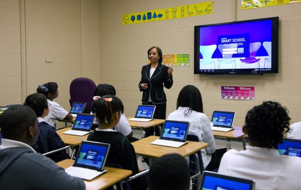 Ein eBoard für die Klasse, Samsung Tablets für alle Schüler und Lehrer machen die Klassenzimmer smart.