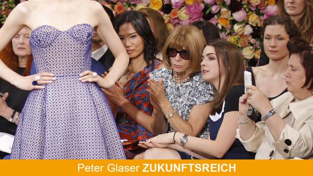 ReutersAnna Wintour (3rd R), editor-in-chief of Vogue magazine, her daughter Bee Shaffer (2nd R) and Suzy Menkes (R), Fashion Editor of the International Herald Tribune (IHT), attend the French house Diors Haute Couture Fall-Winter 2012/2013 fashion show