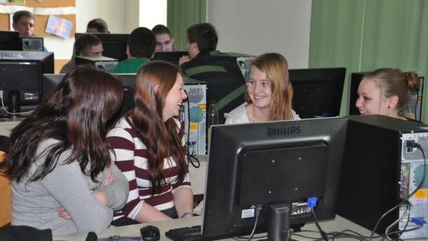 Schüler der HLW Freistadt bei einem Workshop im Rahmen des Sparkling Science Projekts