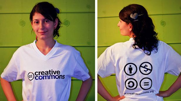 La primera camiseta de Creative Commons Colombia von Colores Mari CC BY 2.0