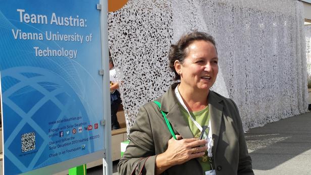 Prof. Karin Stieldorf vom Institut für Architektur und Entwerfen der TU Wien hatte die Idee, am Decathlon teilzunehmen und ein 47köpfige LISI-Team zusammengestellt.