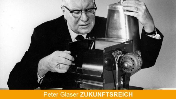 """Der Physiker und Patentanwalt Chester Carlson sitzt an seinem """"Kopierer"""". Am 22. Oktober 1938 präsentierte Carlson ein Verfahren, mit dem sich weltweit erstmals Schriftzeichen auf elektrostatischem Weg kopieren ließen. Die Technologie, die er """"Elektroph"""