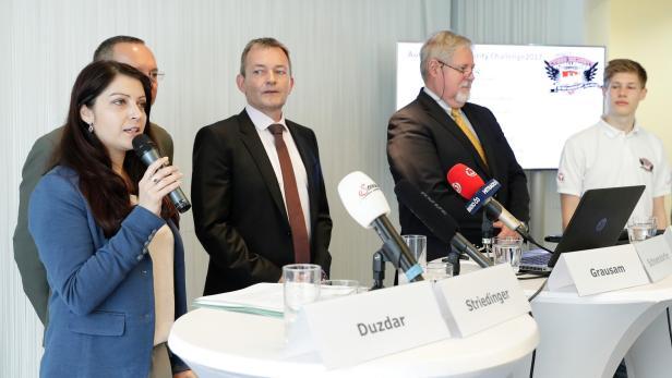 Staatssekretärin Muna Duzdar, Rudolf Striedinger vom Verteidigungsministerium A1-CTO Marcus Grausam, BVT-Chef Peter Gridling und Nachwuchs-Hacker Simeon Macke (v.l.n.r)