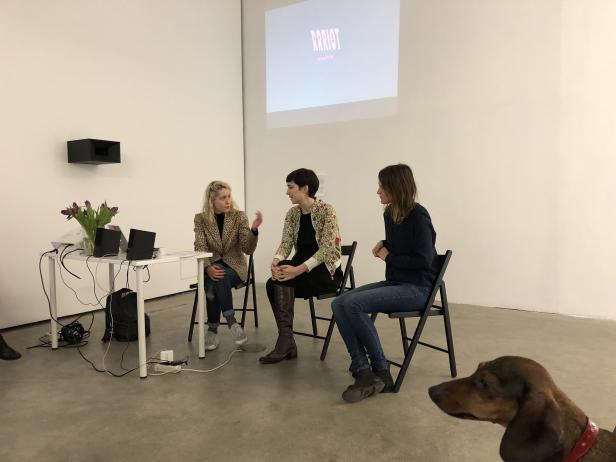 Therese Kaiser, Katharina Brandl und Elisabeth Großschädl bei der Programmpräsentation