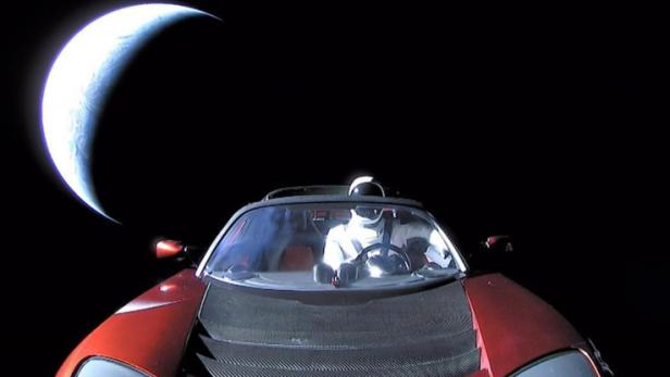 Tesla mit Starman im All