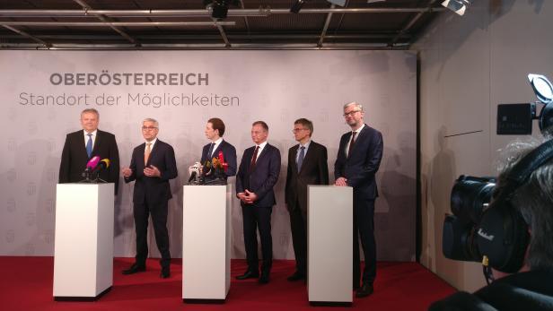 v.l.n.r.: Hans Wimmer (ABB), Ulrich Spiesshofer (ABB CEO), Sebastian Kurz, LH Thomas Stelzer, Peter Terwiesch (ABB) und LH-Stv. Michael Strugl