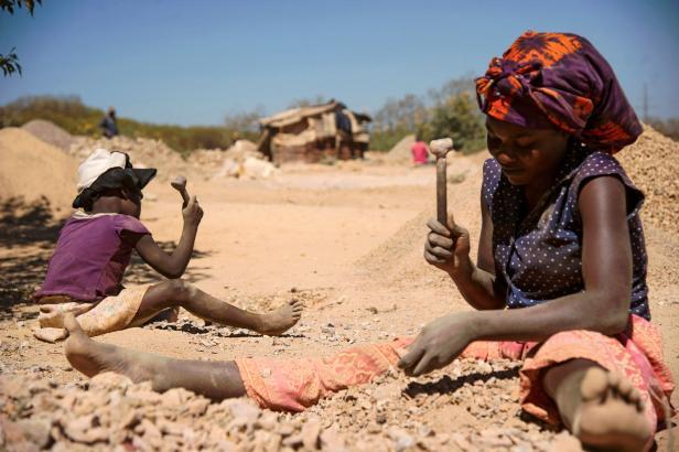 FILES-DRCONGO-ECONOMY-SOCIAL-MINING-EMPLOYMENT