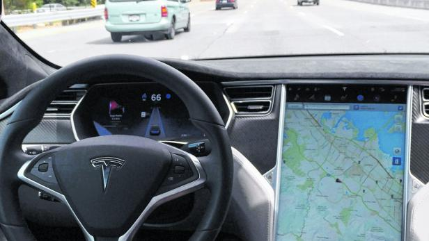 The interior of a Tesla Model S is shown in autopi