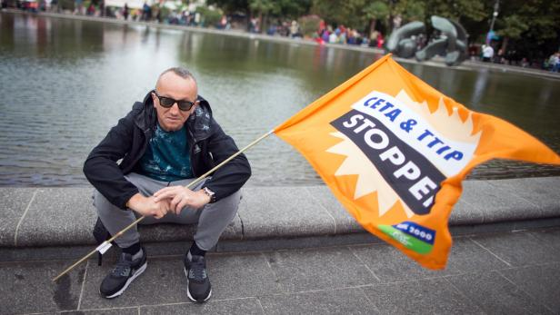 "KUNDGEBUNG BÜNDNIS TTIP STOPPEN, ATTAC ""GEMEINSAM"