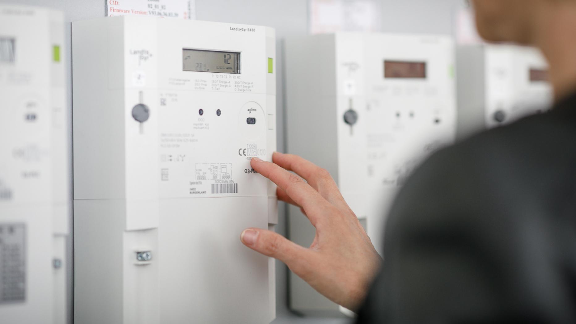 Beliebt Familie verzichtet auf Strom, weil sie keinen Smart Meter will ZD33