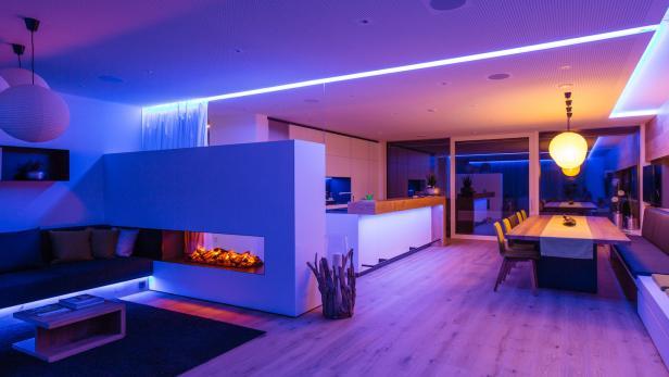 cloxone-showhome-wohnbereich-blau-violett-web.jpg