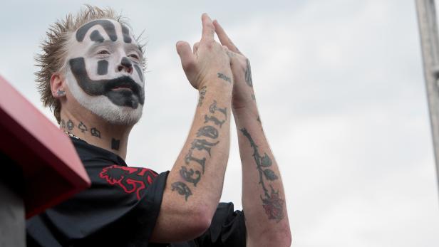 US-INSANE-CLOWN-POSSE-FANS,-OR-JUGGALOS,-PROTEST-FBI-GANG-DESIGN
