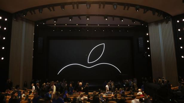 US-APPLE-DEBUTS-LATEST-PRODUCTS