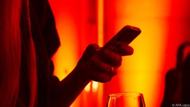 Flirts mit anderen und heimlich gesendete SMS regen am meisten auf