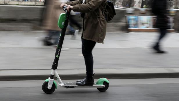 FILES-FRANCE-TRANSPORT-SCOOTER-LIME-URBAN