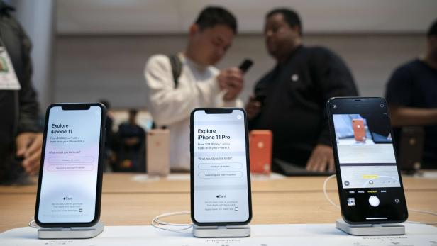 US-CONSUMERS-LINE-UP-AS-APPLE'S-IPHONE-11-GOES-ON-SALE-IN-STORES