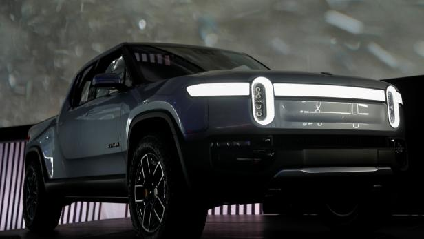FILE PHOTO: Rivian introduces R1T all-electric pickup truck at LA Auto Show in Los Angeles