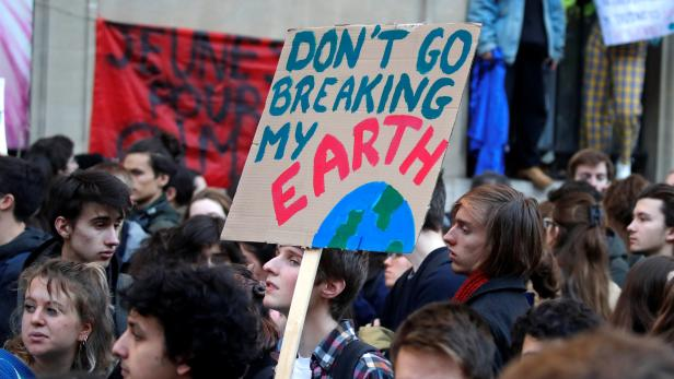 """Youths demonstrate for climate change during the """"Fridays for Future"""" school strike in Pairs"""