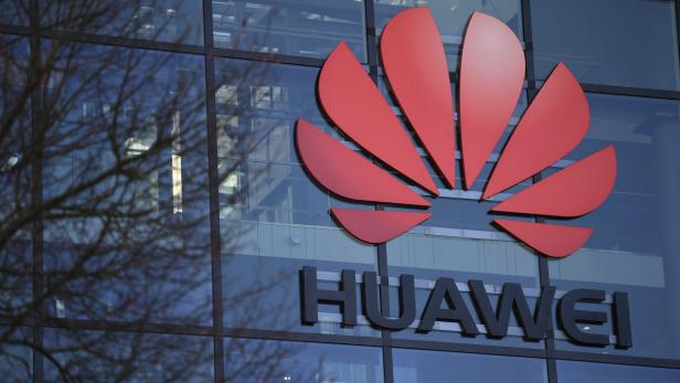BRITAIN-CHINA-US-TELECOMS-IT-MOBILE-SECURITY-5G-HUAWEI