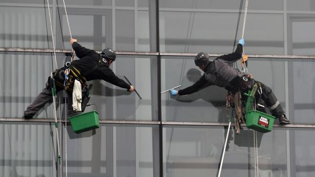 Window cleaners at work in Berlin