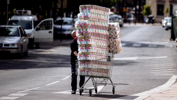 Transport, commerce and leisure burdened by coronavirus epidemic in Spain