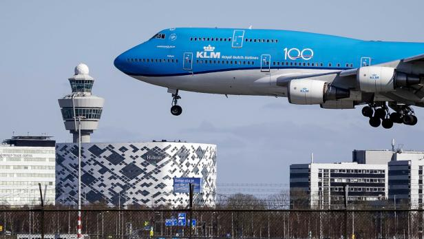 Dutch airline KLM retires Boeing 747 fleet early due to Coronavirus crisis