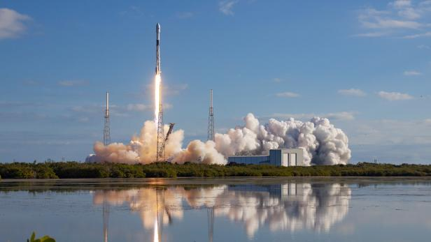 SpaceX launches more Starlink satellites