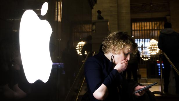 US Justice Department Requests Apple's help cracking a gunman's phones
