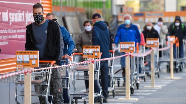 CORONAVIRUS: TIROL - LOCKERUNGEN IM EINZELHANDEL - Favorit