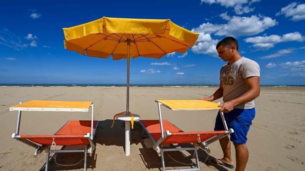 TOPSHOT-ITALY-HEALTH-VIRUS-ECONOMY-TOURISM