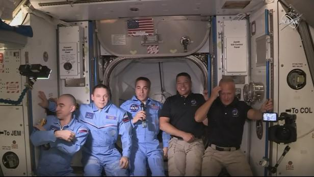 US-SPACE-SPACEX-NASA-HATCH