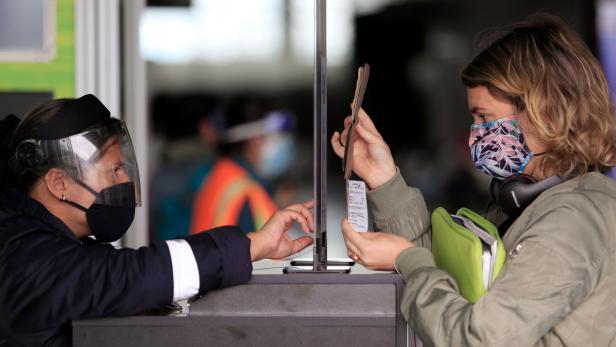 COLOMBIA-HEALTH-VIRUS-FLIGHTS-RESUMPTION
