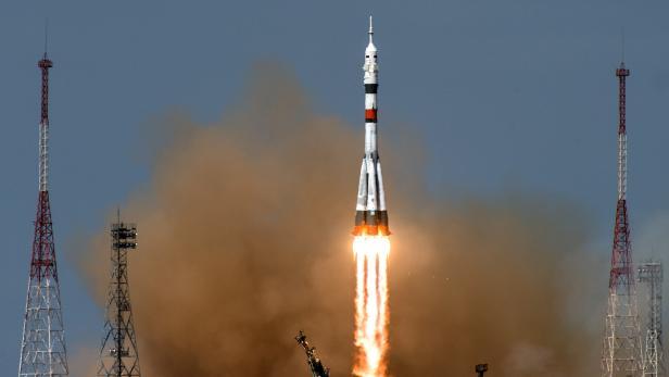 TOPSHOT-KAZAKHSTAN-RUSSIA-US-SPACE-ISS