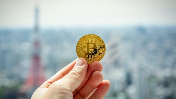 Holding bitcoin in Tokyo