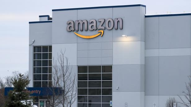 Amazon CEO Bezos to step aside and become executive chairman