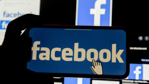 FILE PHOTO: FILE PHOTO: The Facebook logo is displayed on a mobile phone