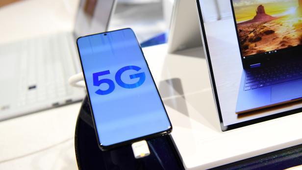 UK government blocks Huawei from UK 5G network