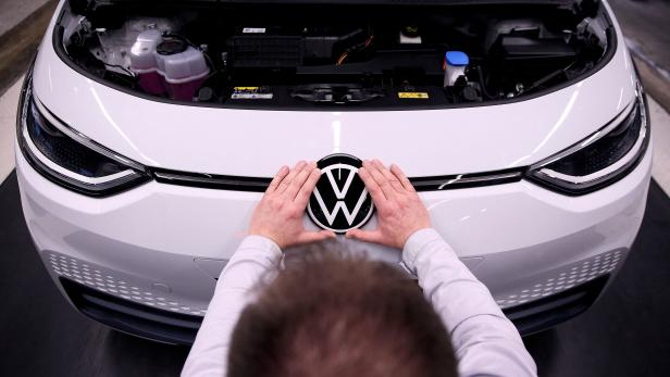 FILES-GERMANY-AUTOMOBILE-COMPANY-VOLKSWAGEN-ELECTRIC CAR