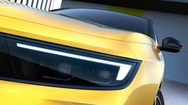 Teil der Fahrzeugfront des kommenden Opel E-Astra