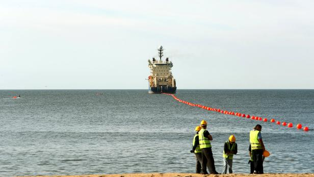 Arrival of first submarine cable joining the United States to Uruguay
