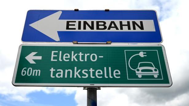 ++ THEMENBILD ++ E-AUTO / E-TANKSTELLE / E-MOBILITÄT