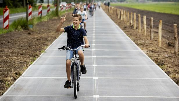 Opening of longest solar cycle path in Maartensdijk