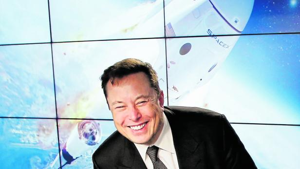 FILE PHOTO: SpaceX founder and chief engineer Elon Musk reacts at a post-launch news conference to discuss the  SpaceX Crew Dragon astronaut capsule in-flight abort test at the Kennedy Space Center
