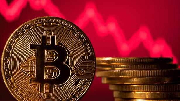 FILE PHOTO: A representations of virtual currency Bitcoin is seen in front of a stock graph in this illustration