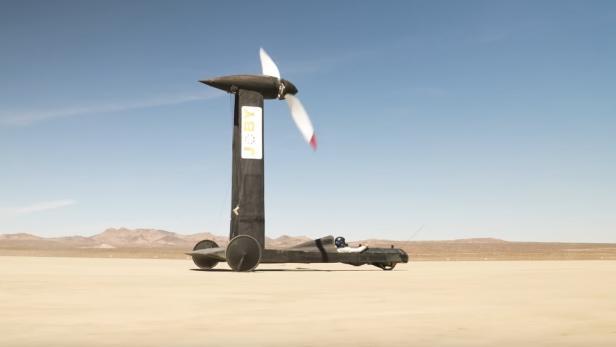 Blackbird windgetriebenes Fahrzeug in der Wüste