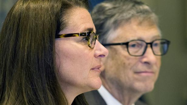 """FILE PHOTO: FILE PHOTO: American business magnate Bill Gates and wife Melinda Gates attend a news conference by United Nations's movement """"Every Woman, Every Child"""" in Manhattan, New York"""