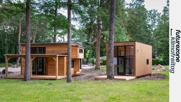 2 Tiny Houses unter Bäumen